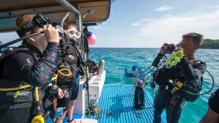 PADI Course being taught on the M/V Kepsub - Local Dive thailand