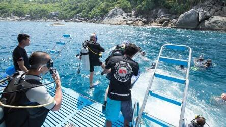 Certified divers and fun divers in the water with Local Dive Thailand guides