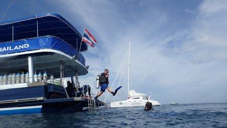 Teaching Scuba Diving In Phuket
