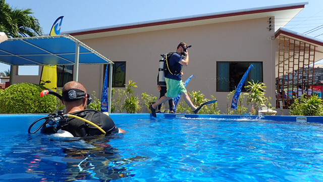 Dive Master Trainee Demonstrating Skills