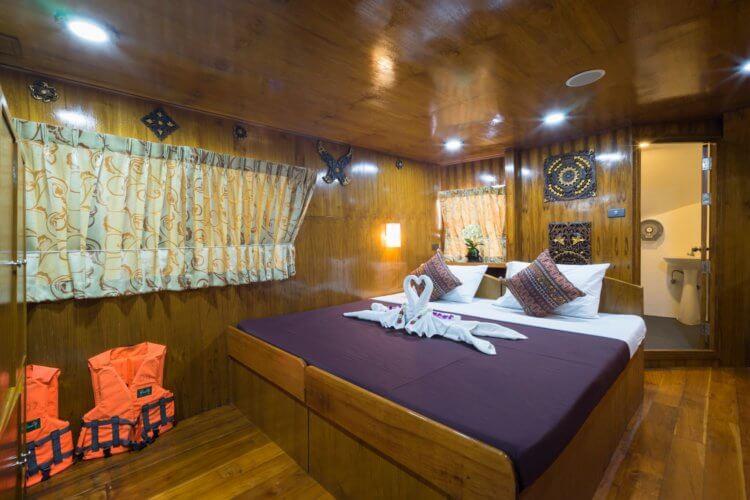 master cabin on similan island liveaboard mv sawasdee fasai