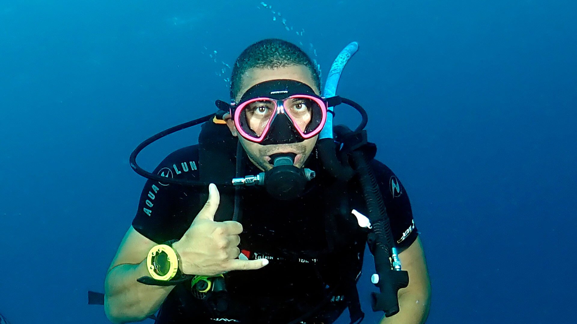 a successfully defogged scuba diving mask