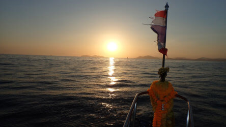 spectacular sunsets on the phi phi island diving tour